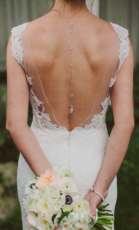 ein Silber Kristall zurück Anhänger ist eine luxuriöse und raffinierte Idee für eine Braut mit einem rückenfreies Kleid
