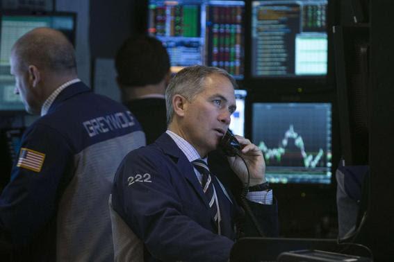 Traders work on the floor of the New York Stock Exchange February 19, 2014. REUTERS-Brendan McDermid