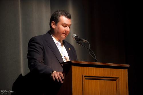 Juan Carlos presentador del acto