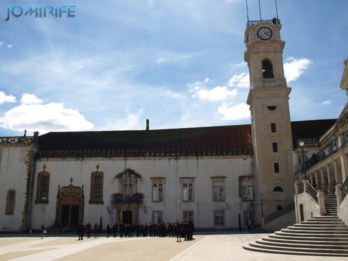Estudantes finalistas trajados para a fotografia na Universidade de Coimbra [en] Graduate students dressed for photography at the University of Coimbra