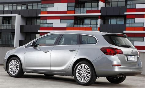 Opel Astra J Sports Tourer Photos and Specs. Photo: Opel Astra J Sports Tourer tuning and 23