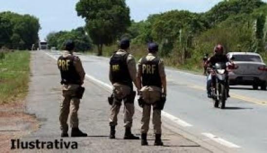 Motoqueiro tenta subornar PRF e vai preso em Parnaíba