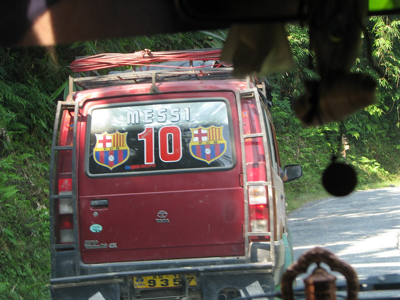 http://upload.wikimedia.org/wikipedia/commons/thumb/c/c6/Messi_car.jpg/1280px-Messi_car.jpg