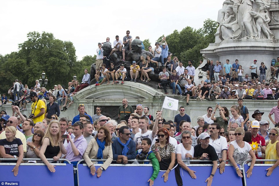 In view: Spectators await the pack of riders at Buckingham Palace during the third stage of the Tour de France cycling race