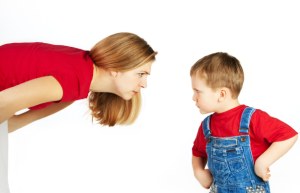 Οι φωνές και η χρήση βίας δε κάνει καλό ούτε σε εσάς, ούτε στο παιδί.