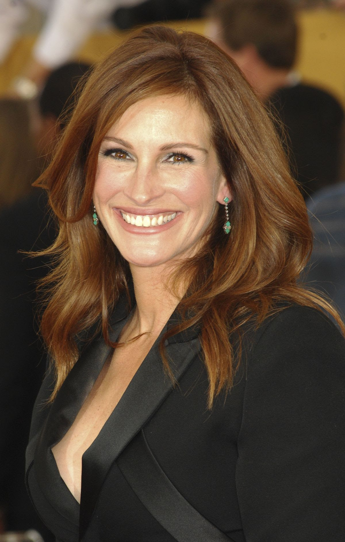 JULIA ROBERTS at 2015 Screen Actor Guild Awards in Los Angeles