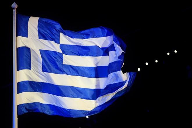 Η Ελληνική σημαία κυματίζει ενώ παίζεται ο εθνικός ύμνος κατά τη διάρκεια της τελετής λήξης των Ολυμπιακών Αγώνων «Λονδίνο 2012», την Κυριακή 12 Αυγούστου 2012. ΑΠΕ-ΜΠΕ/ΑΠΕ-ΜΠΕ/ΧΡΥΣΑ ΠΑΝΟΥΣΙΑΔΟΥ