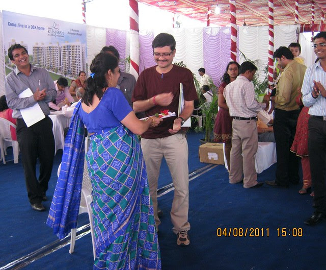 Mrs. Hemanti Kulkarni, President, D S Kulkarni Developers Ltd, honoring a young property buyer at the launch of DSK Kunjaban - 1 BHK 2 BHK Flats - Punawale - off Mumbai Bangalore Bypass - Pune 411 045