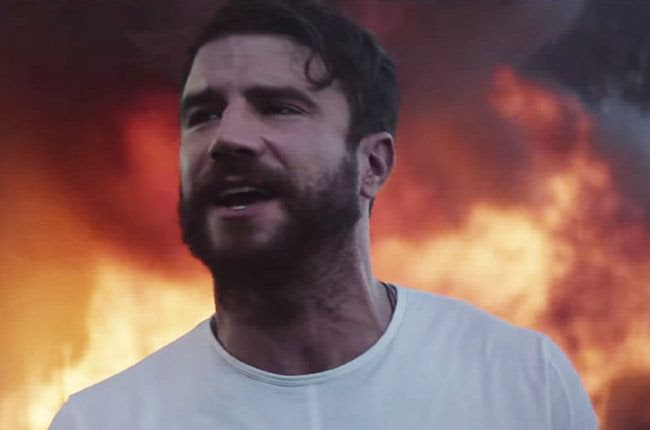 Sam Hunt : Break Up In A Small Town (Video) photo sam-hunt-breakup-in-a-small-town-2015-billboard-650.jpg