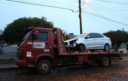 Laranjeiras - Veículo de Minas gerais se envolve em acidente na BR 277, próximo à praça do pedágio