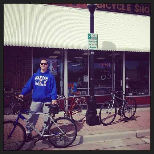 #Errandonnee #6 A borrowed bike, snow-free pavement and a cool bike shop stop in my brother's 'hood.
