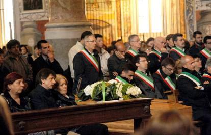 Commosso addio a Marco Gusmini, ucciso dalla croce spezzatasi