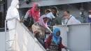 Immigrazione, a Palermo è arrivata la<br> nave Etna con 767 persone a bordo