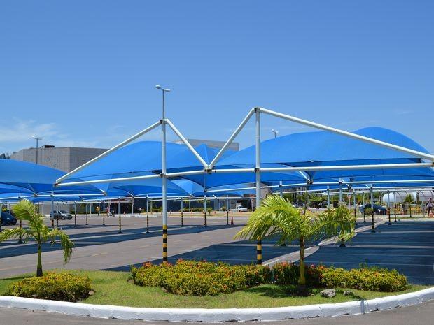 Estacionamento do Shopping Riomar ao meio-dia desta quinta-feira (29) (Foto: Marina Fontenele/G1 SE)