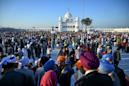 Hundreds of Indian Sikhs make historic pilgrimage to Pakistan