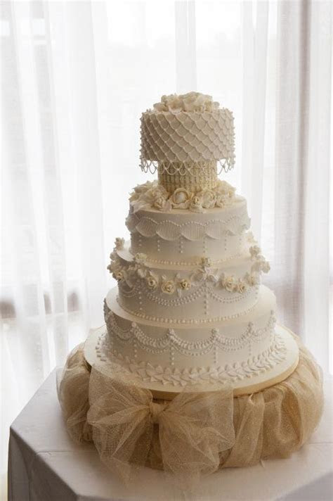 Traditional Wedding Cake Designs: 6 Show Stopping Cakes