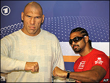 David Haye (right) and Nikolay Valuev