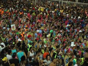 Foliões em Ondina, em Salvador (Foto: Tiago Caldas/Ag.Haack)