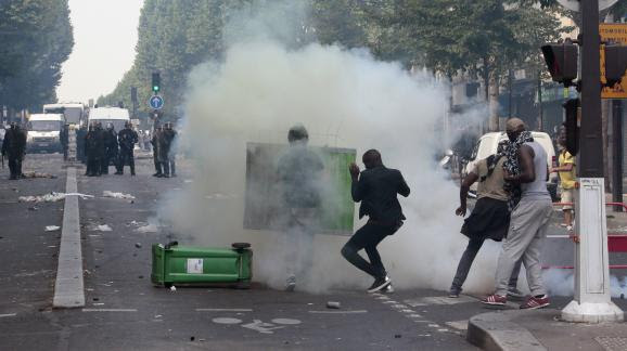 Heurts entre manifestants et policiers boulevard Barbès à Paris,le 19 juillet 2014.