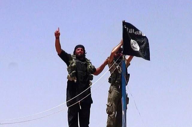 Des militants de l'État islamique, en Irak.... (PHOTO ALBARAKA NEWS, ARCHIVES AFP)