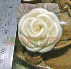 klobot bunga mawar kecil daun terbalik 1