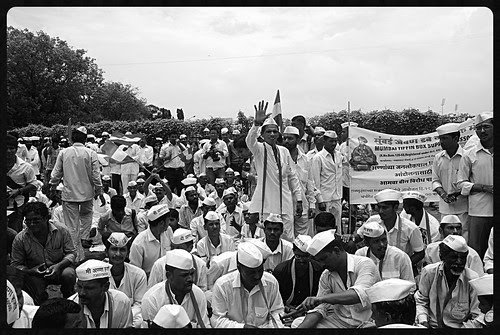 Dabbawalas Broke a 120 Year Tradition Took an Off To Support Anna Hazare by firoze shakir photographerno1
