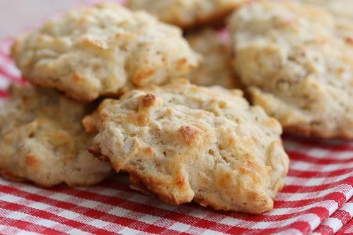 Cheesy oatcakes / Kaerahelbeküpsised juustuga