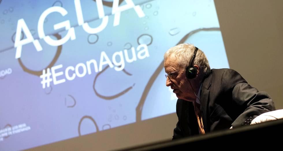 El economista George Akerlof durante el II Foro del Agua en Madrid.