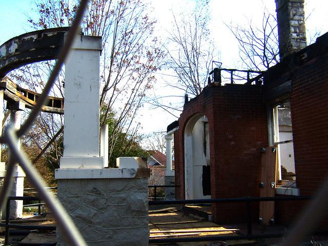 PB281989-2009-11-28-Goose-Burned-Paideia-School-West-Porch