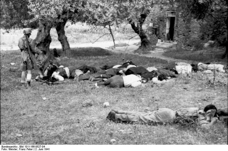 Μοναδικά ιστορικά τεκμήρια της ναζιστικής κτηνωδίας αποτελούν οι φωτογραφίες του Franz Peter Weixler που ήταν ο πολεμικός ανταποκριτής της Βέρμαχτ που φωτογράφισε την εκτέλεση στο Κοντομαρί. Εδώ ο ναζί ρίχνει την χαριστική βολή στους εκτελεσμένους (Χριστίνα Λούπα, «Δείτε καρέ - καρέ τη σφαγή στο Κοντομαρί Χανίων από τους Γερμανούς - Η ιστορία του Franz Peter Weixler», http://tvxs.gr)