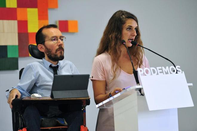 La coportavoz de Podemos Noelia Vera junto al secretario de...