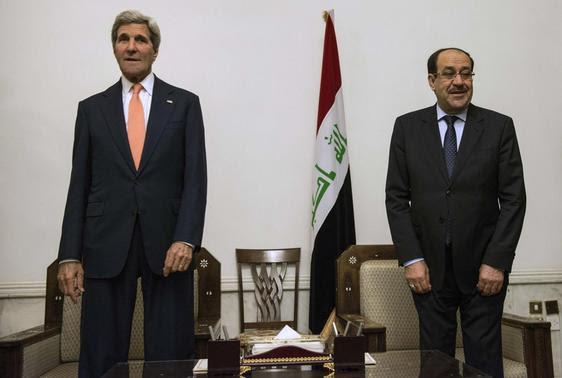 Primeiro-ministro iraquiano, Nuri al-Maliki (R) e Secretário de Estado dos EUA John Kerry se encontram no Gabinete do Primeiro-Ministro em Bagdá 23 de junho, 2014. Kerry conheceu o primeiro-ministro do Iraque em Bagdá na segunda-feira para pressionar por um governo mais inclusivo, como Bagdá de forças abandonaram a fronteira com a Jordânia, deixando todo o controle da fronteira ocidental fora do governo. REUTERS / Brendan Smialowski / Pool