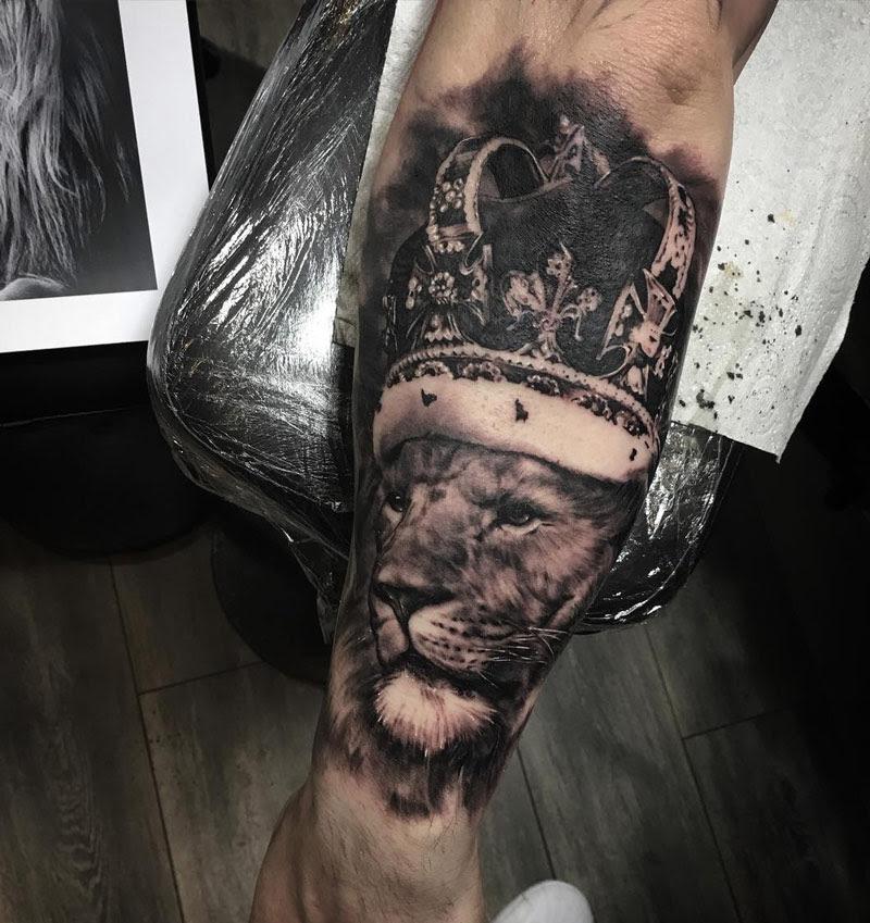 Lion Wearing A Crown Best Tattoo Design Ideas
