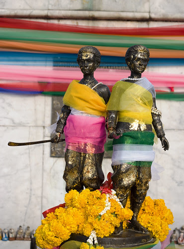 Heroines mini-statue