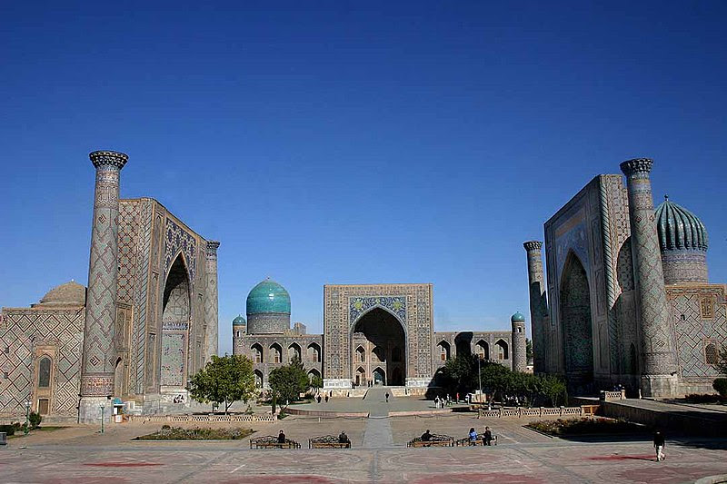 Archivo: Registan - Samarkand - 15-10-2005.jpg