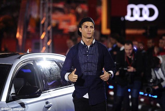 Nunca uno a ser eclipsado, Cristiano Ronaldo parecía destacarse con su elección de Audi