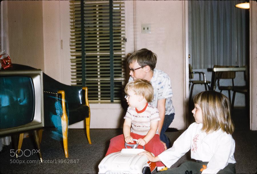 Kids watching TV by Brandon Buck (brandonthebuck)) on 500px.com