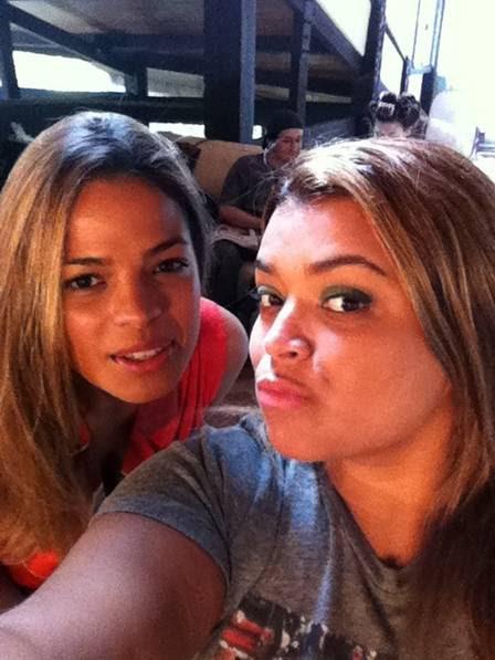 Preta Gil tira foto com Raquel Villar, que será a sua filha no filme