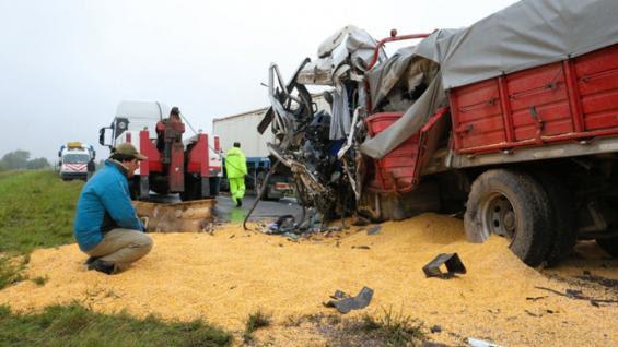 ACCIDENTE FATAL. Murió un camionero de Mackenna en una ruta de Santa Fe (Gentileza Rosario3.com).