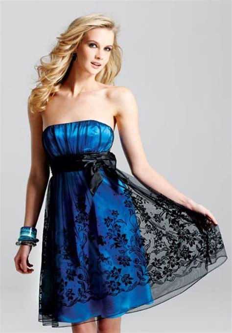 KIND OF DRESS, CLOTHES, FASHION: Short Bridesmaid Dress