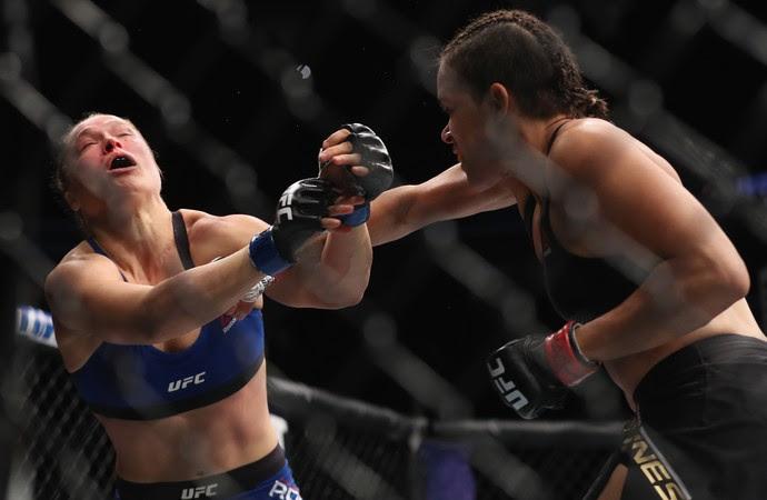 Amanda Nunes x Ronda Rousey - UFC 207 (Foto: Getty Images)