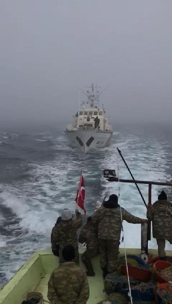 Romanian coast guards open fire on Turkish fishermen