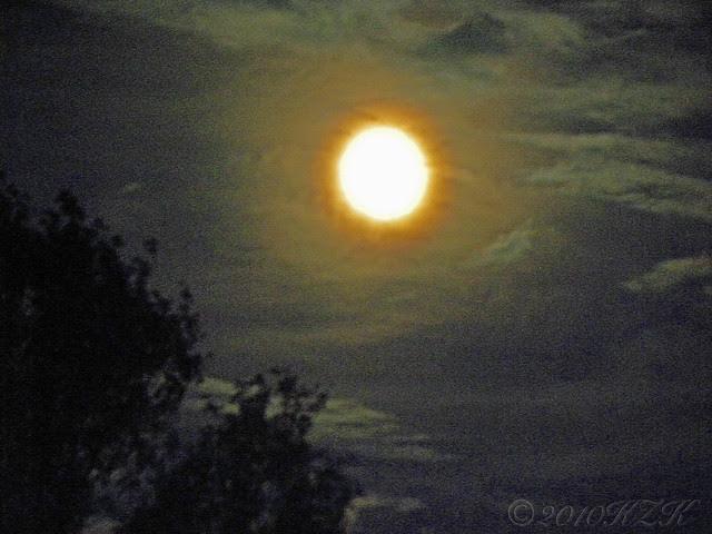 DSCN6767 22 SEP 10 moonrise