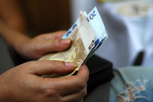 Τι απαντά το υπουργείο Εργασίας για το `τσεκούρι` στις συντάξεις ανάλογα με το εισόδημα