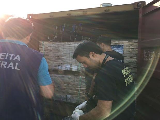 Cerca de 560 kg de cocaína foram apreendidos pela Receita Federal em Salvador (Foto: Divulgação / Receita Federal )