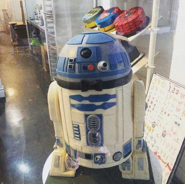 8. Торт R2-D2 произведение, торт