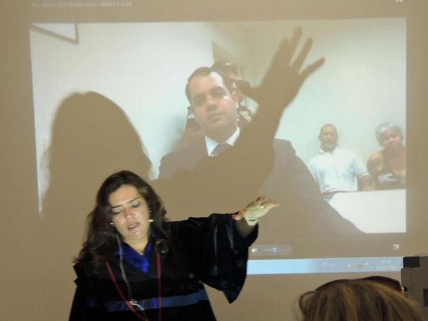 Eliane Gaia usou toda a manhã para argumentar contra os réus (Foto: Katherine Coutinho/G1)