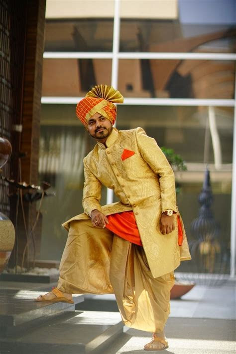 marathi wedding   groom   sherwani   dhoti   pheta