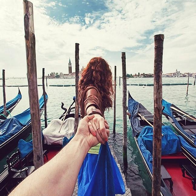 Vem Comigo Fotógrafo Cria Série Dando As Mãos Para Namorada Em