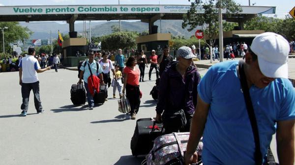 """""""Gracias a Dios se reabre la frontera. Venía mucha gente para hacer sus compras del otro lado, porque no conseguimos comida, pañales para nuestros niños, medicamentos"""", dijo Christian Sánchez (Reuters)"""